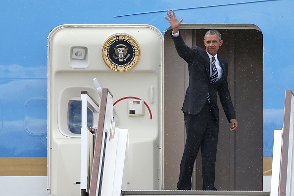 全身「President Obama And The First Lady Depart The UK」:写真・画像(6)[壁紙.com]