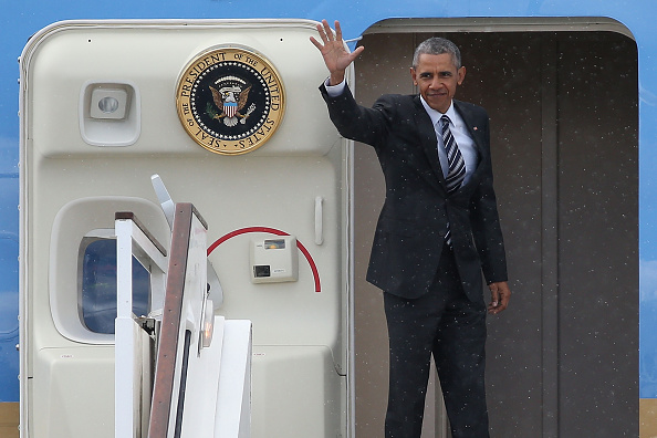 Alternative Pose「President Obama And The First Lady Depart The UK」:写真・画像(5)[壁紙.com]