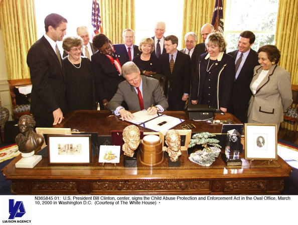 Child Abuse「U S President Bill Clinton Center Signs The Child Abuse Protection And Enforcement Ac」:写真・画像(12)[壁紙.com]