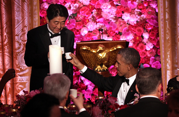 Sake「President Obama And First Lady Host State Dinner For Japanese PM Shinzo Abe And Akie Abe」:写真・画像(7)[壁紙.com]