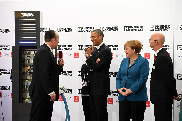 Finance and Economy「Obama Visits Exhibition Halls At Hanover Trade Fair」:写真・画像(11)[壁紙.com]