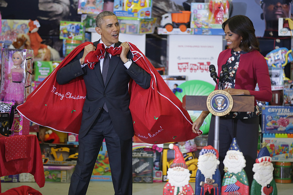 プレゼント「President Obama And First Lady Participate In Toys For Tots Event At Joint Base Anacostia-Boiling」:写真・画像(17)[壁紙.com]