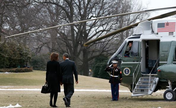 Holding Hands「President And Mrs. Obama Depart White House For Florida」:写真・画像(19)[壁紙.com]