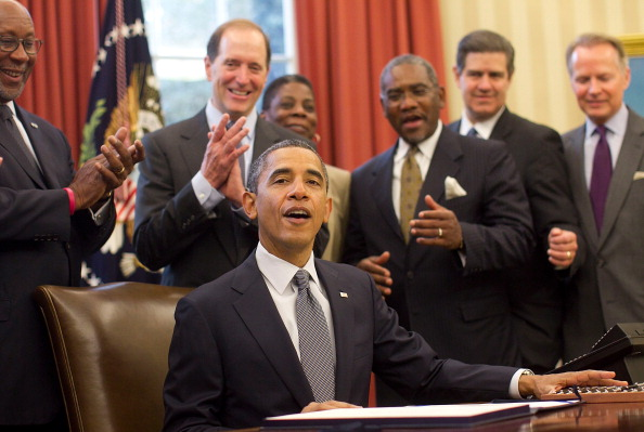 Win McNamee「Obama Signs Korea, Panama, And Colombia Free Trade Agreements」:写真・画像(15)[壁紙.com]