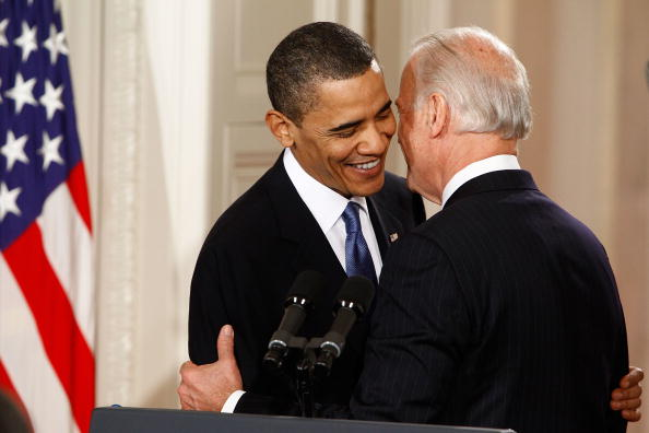 US President「President Obama Signs Health Care Reform Bill」:写真・画像(5)[壁紙.com]