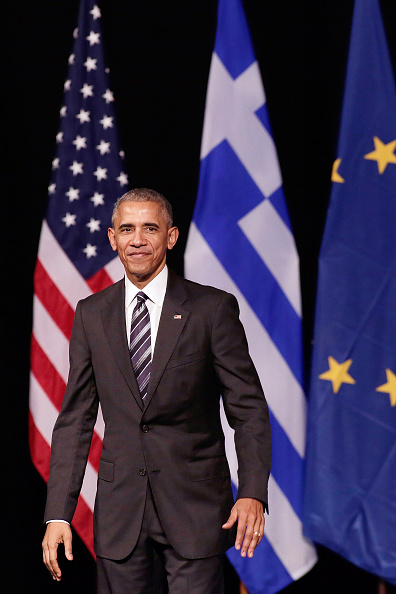 Looking At Camera「President Barack Obama Addresses An Audience At The Stavors Niarchos Cultural Centre」:写真・画像(0)[壁紙.com]