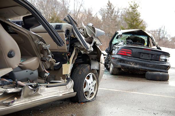 Remaining debris of cars involved in a car crash on road:スマホ壁紙(壁紙.com)