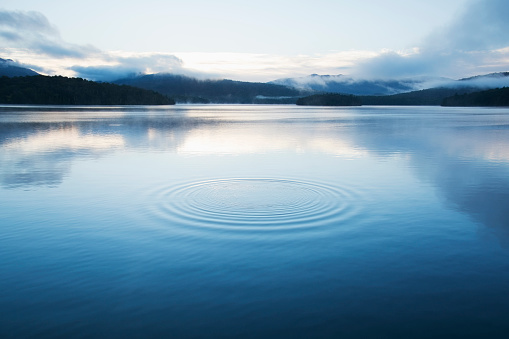 Landscape - Scenery「New York, Lake Placid, Circular pattern on water surface」:スマホ壁紙(0)