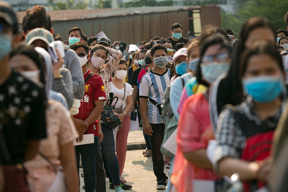 Crowd「Thailand Imposes State of Emergency to Tackle The Coronavirus Pandemic」:写真・画像(14)[壁紙.com]