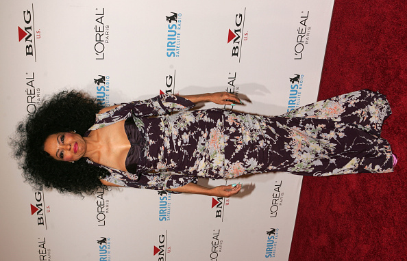 Curly Hair「Clive Davis Annual Grammy Party - Arrivals」:写真・画像(8)[壁紙.com]