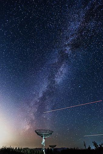 天の川「夜の星のために達する」:スマホ壁紙(2)