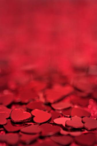 バレンタイン「レッドハート型背景」:スマホ壁紙(18)