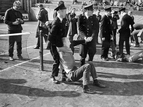 Moving Activity「Anti Apartheid Arrest」:写真・画像(5)[壁紙.com]