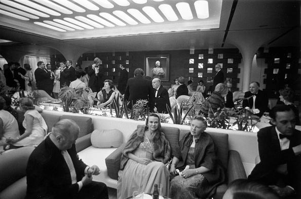 Formalwear「VIP Lounge」:写真・画像(12)[壁紙.com]