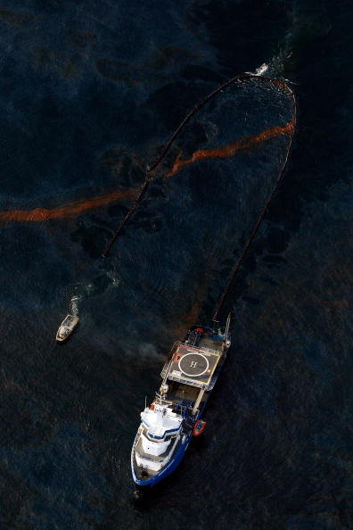 Gulf of Mexico「Coast Guard Attempts Burning Off Oil Leaking From Sunken Rig」:写真・画像(15)[壁紙.com]