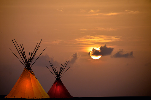 Indigenous Culture「Two Teepees at Sunset」:スマホ壁紙(0)