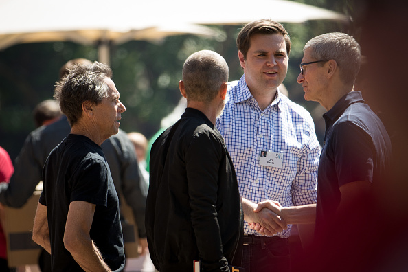 Tim Cook - Business Executive「Tech And Media Elites Attend Allen And Company Annual Meetings In Idaho」:写真・画像(13)[壁紙.com]