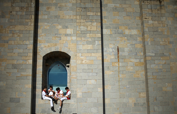 Window Sill「Pamplona Running Of The Bulls」:写真・画像(15)[壁紙.com]