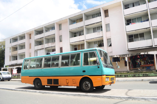 Housing Project「old bus in urban environment」:スマホ壁紙(4)