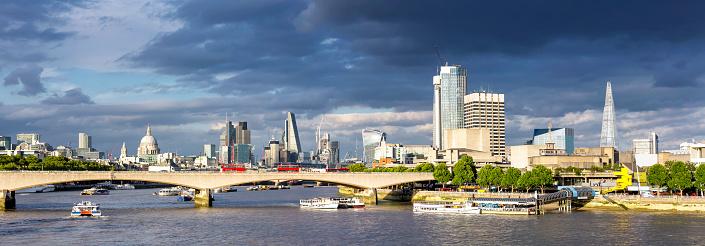 サウスバンクセンター「セント ・ ポール大聖堂、ロンドン市からシャード上夕暮れの雲劇的です」:スマホ壁紙(3)