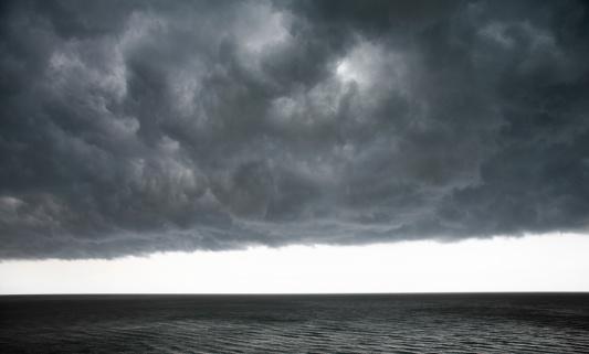 Mammatus Cloud「Dramatic clouds」:スマホ壁紙(4)