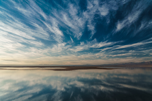 Vibrant Color「Dramatic clouds reflected in Laguna Chaxa, Atacama Salt Flats, with snow-capped volcanoes in the background near San Pedro de Atacama, Chile」:スマホ壁紙(10)
