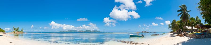 Frond「Idyllic tropical island paradise beach house boats ocean lagoon panorama」:スマホ壁紙(8)