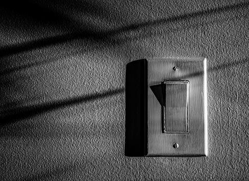 Start Button「Green wall and light switch」:スマホ壁紙(5)