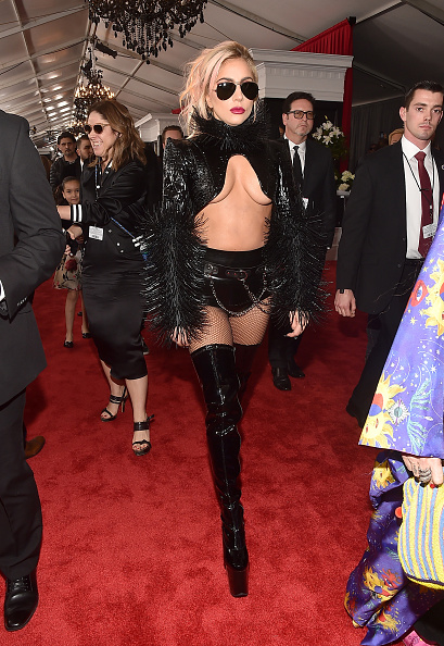 グラミー賞「The 59th GRAMMY Awards - Red Carpet」:写真・画像(14)[壁紙.com]