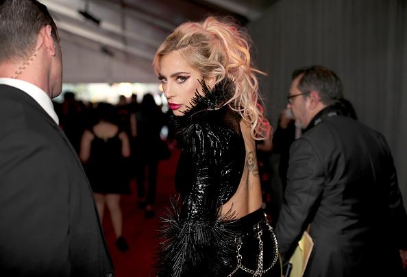 グラミー賞「The 59th GRAMMY Awards - Red Carpet」:写真・画像(6)[壁紙.com]