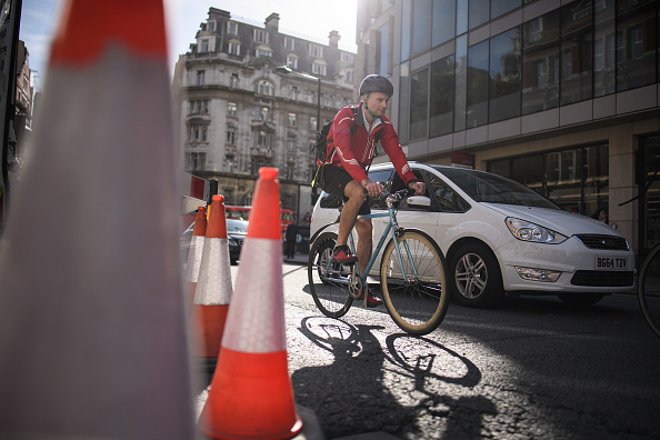 Riding「Safety For Cyclists Challenged On London's Busy Roads」:写真・画像(1)[壁紙.com]