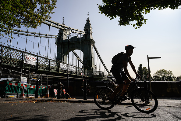 Footpath「London's Bridges Are Falling Down」:写真・画像(1)[壁紙.com]