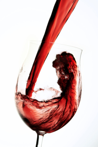 Splashing「Red wine pouring into winw glass」:スマホ壁紙(5)