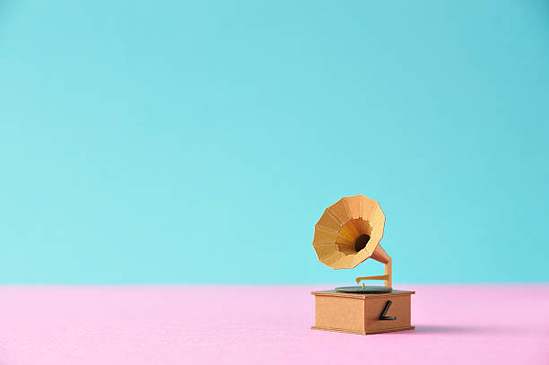Model record player made ??of paper:スマホ壁紙(壁紙.com)