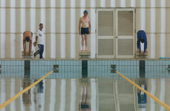 Lap Pool「Iraqis And U.S. Soldiers Share Pool In Baghdad」:写真・画像(8)[壁紙.com]