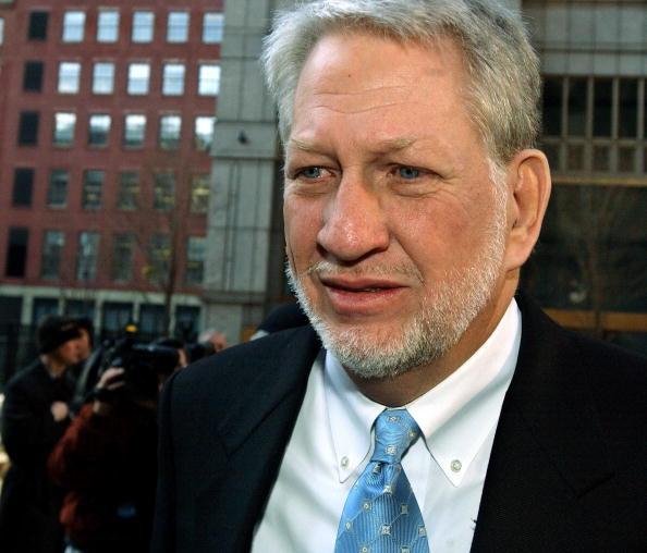 White Collar Crime「Bernie Ebbers Surrenders In New York」:写真・画像(12)[壁紙.com]