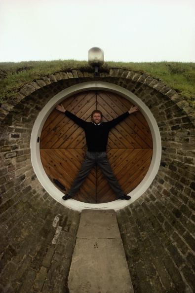 男性一人「Arthur Quarmby At Home」:写真・画像(1)[壁紙.com]