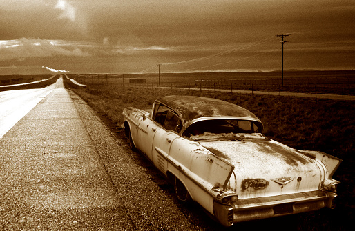 Sepia Toned「Old Cadillac on Side of Highway」:スマホ壁紙(2)