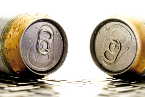 Two Objects「Beer cans, close-up」:スマホ壁紙(15)