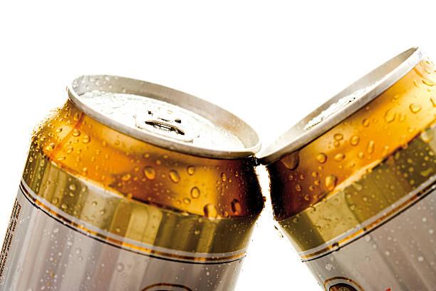 Beer cans, close-up:スマホ壁紙(壁紙.com)