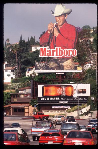 Cigarette「Marlboro Billboard Is On Display Near A Road April 30 1997 In Los Angeles Ca As Ciga」:写真・画像(6)[壁紙.com]
