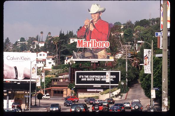 Advertisement「Marlboro Billboard Is On Display Near A Road April 30 1997 In Los Angeles Ca As Ciga」:写真・画像(17)[壁紙.com]