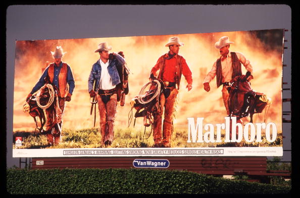 Advertisement「Marlboro Billboard Uses Cowboys To Advertise Cigarettes April 30 1997 In Los Angeles」:写真・画像(6)[壁紙.com]