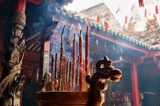 Incense「Pagoda in Cholon district, Ho Chi Minh City, Vietnam」:スマホ壁紙(18)
