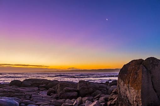 満ちていく月「Waxing crescent moon in evening twilight at Cape Conran, Australia.」:スマホ壁紙(5)