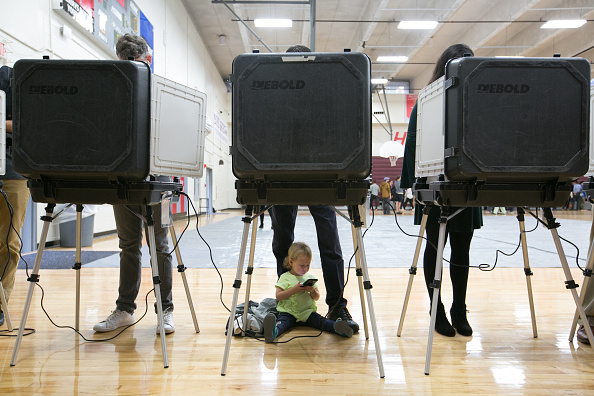 Voting「Voters Across The Country Head To The Polls For The Midterm Elections」:写真・画像(11)[壁紙.com]