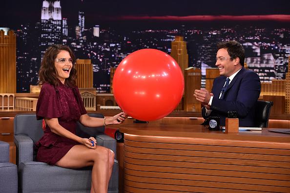 アメリカ合州国「Katie Holmes Visits 'The Tonight Show Starring Jimmy Fallon'」:写真・画像(5)[壁紙.com]