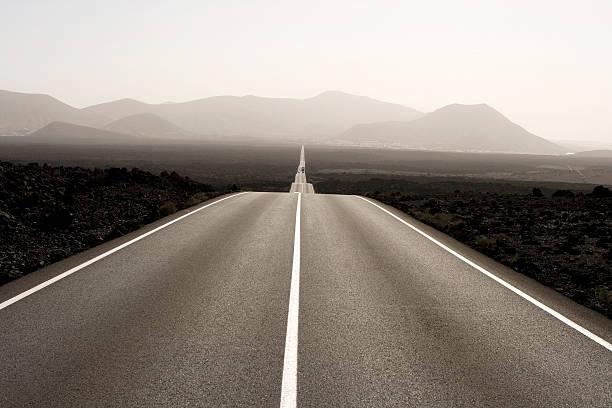 Spain, Lanzarote, empty road through landscape:スマホ壁紙(壁紙.com)