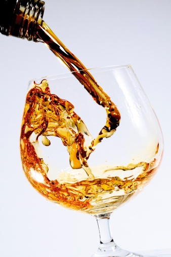 Pouring「Cognac being poured into a glass」:スマホ壁紙(14)