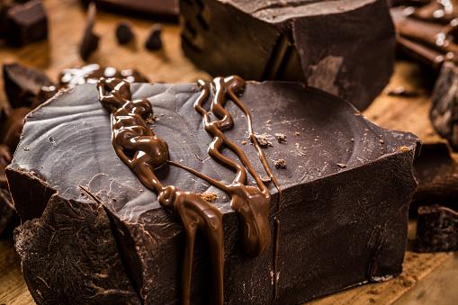 チョコレート「Melted chocolate on big dark chocolate chunk」:スマホ壁紙(13)